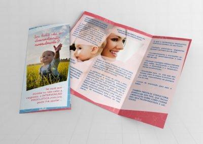 Folheto dobrável triplo frente e verso – Primeiro Ano de Vida